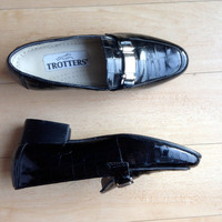 1960s Trotters Womens Heeled Leather Loafers 5M / Silver Buckle