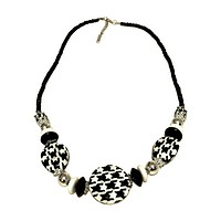 Houndstooth Plastic Round Bead Metal Chain Necklace