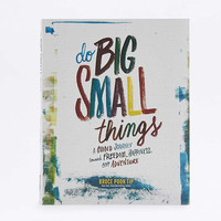 Do Big Small Things Book - Urban Outfitters
