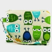 ON SALE Wristlet zipper pouch / camera bag / coin purse - Owls by cottonlicious