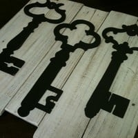 White Washed Vintage Inspired Skeleton Key Wall Decor - Upcycled Reclaimed Wood Planks - Pottery Barn  Inspired - Home Decor