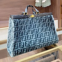Fendi new ladies plush letter handbag shoulder bag messenger bag Blue