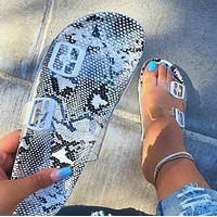 2020 new women's shoes sandals women's flat bottomed beach slippers