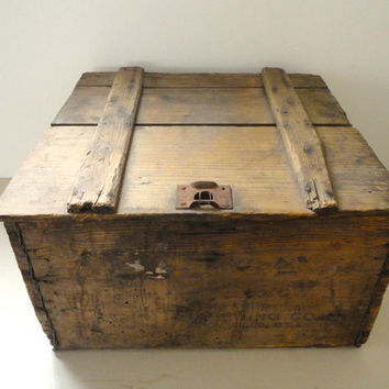 Crate Storage Box with Lid Wood, Metal and Barbed Wire