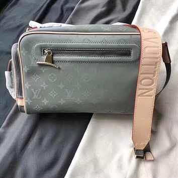 LV Louis Vuitton MEN'S MONOGRAM Titanium CANVAS Messenger CROSS BODY BAG