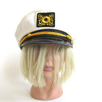 Vintage Black and White Captain's Boat hat / size 7.5