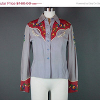 4th of July SALE 1950s Embroidered Western Shirt Vintage 50s Gray Red Cowgirl Gabardine Red Gray Arrow Smiley Pockets XS